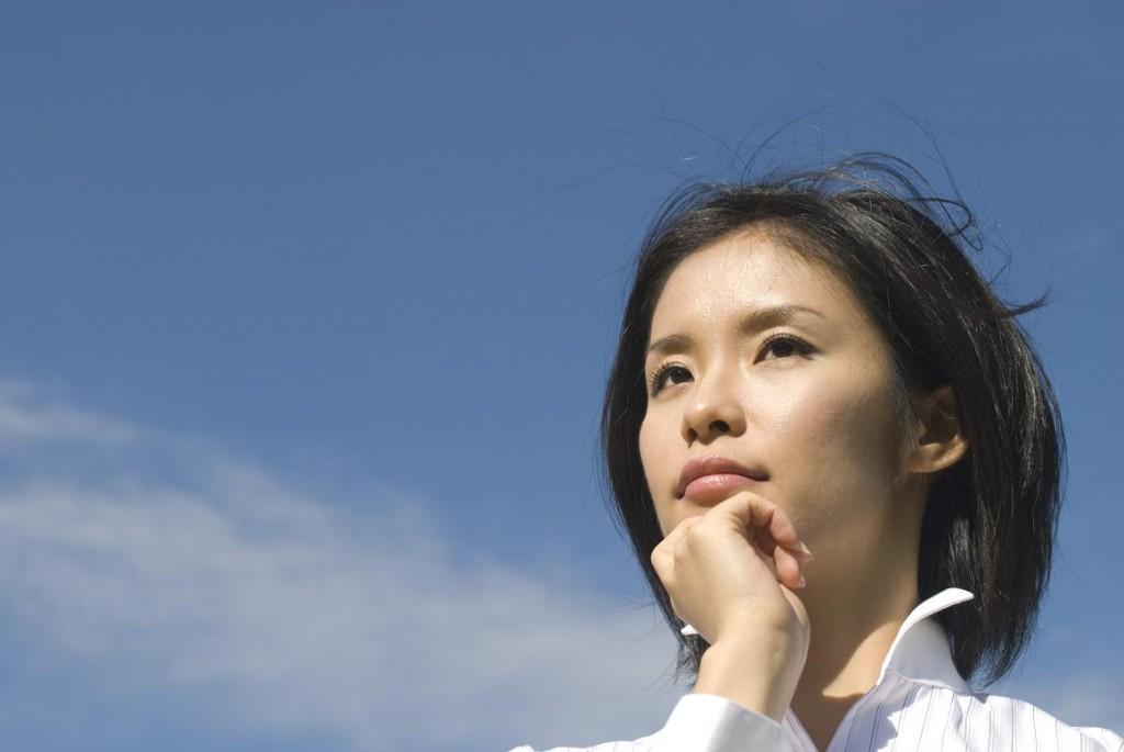 迷う女性-岡山のジョイカウンセリングスクール
